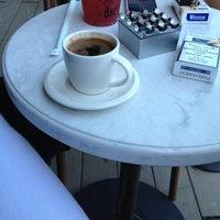 Foto tirada no(a) Starbucks por Gamze B. em 7/27/2013