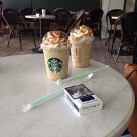 Foto tirada no(a) Starbucks por Gamze B. em 7/18/2013