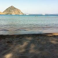 Foto diambil di İncir Beach oleh Kardelen A. pada 7/8/2013