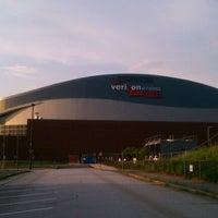 รูปภาพถ่ายที่ SNHU Arena โดย Lucas G. เมื่อ 8/18/2011
