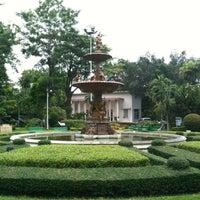 Das Foto wurde bei Saranrom Park von Suwatchai L. am 8/18/2012 aufgenommen