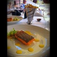 Foto diambil di Manta Restaurant oleh Caramelatte ☆. pada 11/7/2011