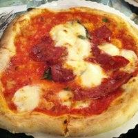 Foto scattata a Gusta Pizza da Ari D. il 5/11/2011