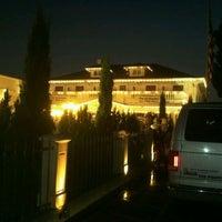 Снимок сделан в Anaheim White House Restaurant пользователем Jim G. 11/16/2011