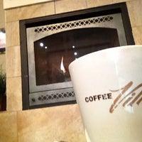 Foto scattata a Coffee Villa da Brandie K. il 5/23/2012