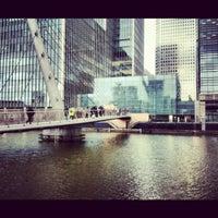 5/18/2012 tarihinde Elena A.ziyaretçi tarafından Canary Wharf'de çekilen fotoğraf