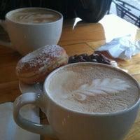 12/6/2011 tarihinde Genessa F.ziyaretçi tarafından Mighty-O Donuts'de çekilen fotoğraf