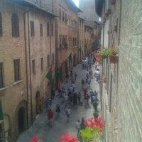Das Foto wurde bei Palazzo Buonaccorsi von Stefano B. am 6/4/2011 aufgenommen
