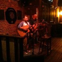 Foto tirada no(a) The Brick: Charleston's Favorite Tavern por Elizabeth A. em 1/21/2011