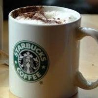 Photo prise au Starbucks par George M. le4/17/2012