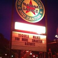 6/2/2012 tarihinde Nico S.ziyaretçi tarafından Tijuana Garage'de çekilen fotoğraf