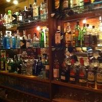 Foto tomada en Ultramarinos Hendrick's Bar por Fernando M. el 10/10/2011
