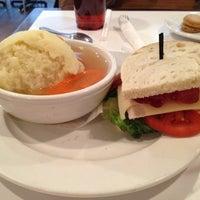 Foto tirada no(a) E.Leaven Food Company por Rosita B. em 12/14/2011