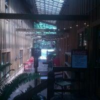 Das Foto wurde bei Artisan Foods Bakery & Café von Dee O. am 6/22/2012 aufgenommen