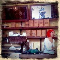 5/23/2011 tarihinde Julio F.ziyaretçi tarafından One Shot Cafe'de çekilen fotoğraf