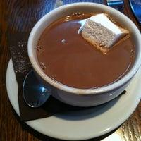 Photo prise au Mindy's Hot Chocolate par Sarah V. le6/3/2012