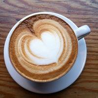Foto scattata a Little Nap COFFEE STAND da Yanyong Y. il 6/5/2012