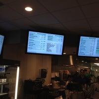 Foto tomada en Energy Kitchen por Charles R. el 1/25/2012