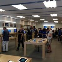6/23/2012에 Oleg Z.님이 Apple Century City에서 찍은 사진