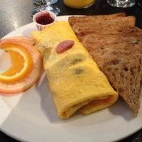 Photo prise au Paul's Place Omelettery Restaurant par Glen H. le8/6/2012