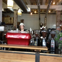 Photo prise au Brooklyn Roasting Company par Sonny V. le4/27/2012