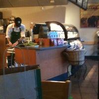 Foto scattata a Starbucks da Mindy L. il 6/9/2011
