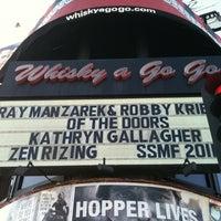 Foto tomada en Whisky a Go Go por Deborah B. el 8/20/2011