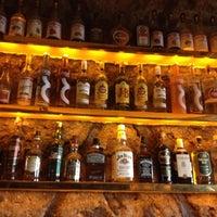 รูปภาพถ่ายที่ Sardunya's Brasserie Bomonti ve Şarap Evi โดย fevzi t. เมื่อ 8/31/2012