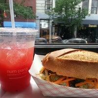 Снимок сделан в Num Pang Sandwich Shop пользователем Veronica D. 8/8/2012