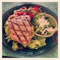 8/28/2012 tarihinde Kari O.ziyaretçi tarafından Mama Kwan's Tiki Bar & Grill'de çekilen fotoğraf