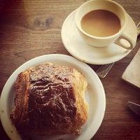 Das Foto wurde bei Tartine Bakery von Pamela C. am 5/26/2012 aufgenommen