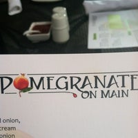 Foto tomada en Pomegranate on Main por Travis L. el 8/25/2012