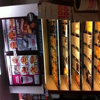 8/26/2012 tarihinde Robyn J.ziyaretçi tarafından Dunkin Donuts'de çekilen fotoğraf