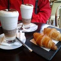 Photo prise au Café Père & Fils par Alice M. le6/16/2012
