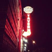 Снимок сделан в Blake Street Tavern пользователем Breton S. 4/28/2012