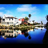 รูปภาพถ่ายที่ Venice Canals โดย Ron L. เมื่อ 7/15/2012