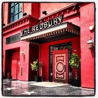 Foto scattata a The Redbury da Joseph T. il 6/3/2012