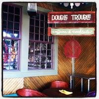 Photo prise au Double Trouble Caffeine & Cocktails par Justice T. le6/29/2012