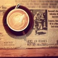 Снимок сделан в Thinking Cup пользователем Christopher P. 4/14/2012