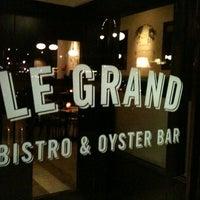 Photo prise au Le Grand Bistro & Oyster Bar par Brad J. le2/28/2012