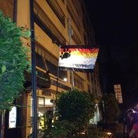 Foto tomada en Nicho Bears & Bar por Leo A. el 9/2/2012