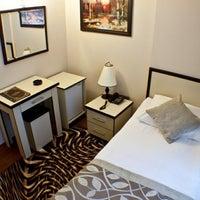 Das Foto wurde bei Glorina Hotel von Erdoğan A. am 4/3/2012 aufgenommen