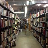 Das Foto wurde bei Second Story Books von Katalin E. am 12/30/2013 aufgenommen