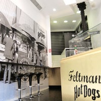 Foto scattata a Feltman's Hot Dogs da Feltman's Hot Dogs il 10/14/2013