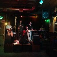 Foto scattata a Quenchers Saloon da Sarah B. il 7/15/2013
