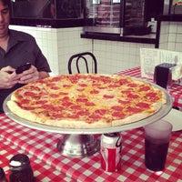 รูปภาพถ่ายที่ Mulberry Street Pizzeria โดย JonMichael B. เมื่อ 2/20/2013