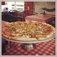 รูปภาพถ่ายที่ Mulberry Street Pizzeria โดย JonMichael B. เมื่อ 3/18/2013