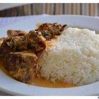 Das Foto wurde bei Restaurante Cantinho do Aziz von Restaurante Cantinho do Aziz am 3/11/2015 aufgenommen