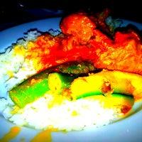 Das Foto wurde bei Restaurante Cantinho do Aziz von Restaurante Cantinho do Aziz am 10/16/2013 aufgenommen