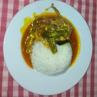 Das Foto wurde bei Restaurante Cantinho do Aziz von Restaurante Cantinho do Aziz am 7/29/2013 aufgenommen